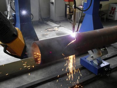 Pipe cutting robot