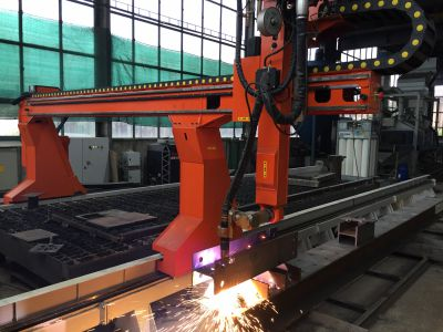 Gantry system for metal sheet and profile cutting